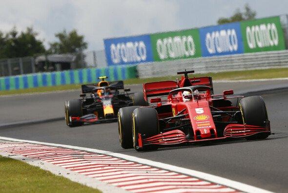Alex Albon hing in Ungarn über weite Phasen des Rennens hinter Ferrari fest - Foto: LAT Images