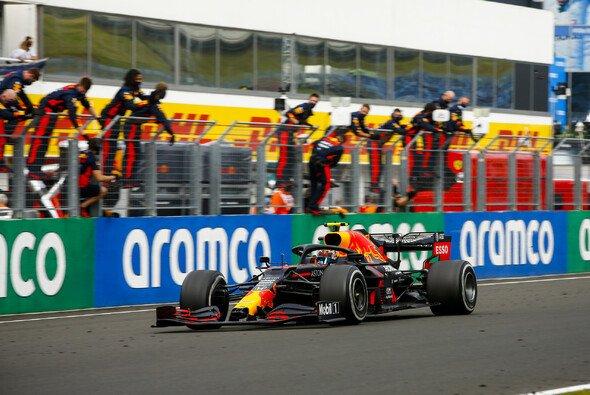 Max Verstappen feierte Platz zwei an einem chaotischen Sonntag in Ungarn wie einen Sieg - Foto: LAT Images