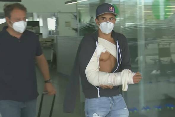 Marc Marquez wurde zwei Tage nach seinem Sturz in Barcelona operiert - Foto: Screenshot/MotoGP