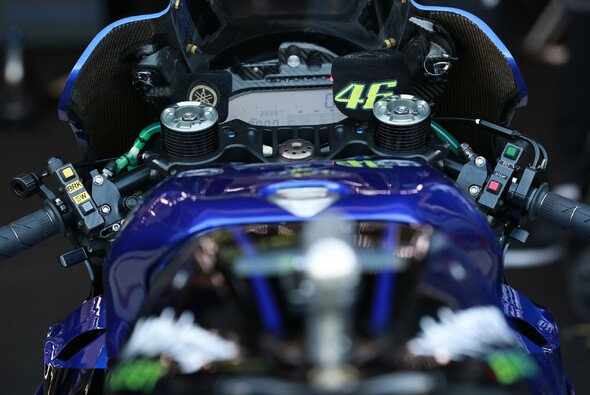 Ein rotes Licht auf Valentino Rossis Dashboard beendete seinen Spanien-GP - Foto: LAT Images