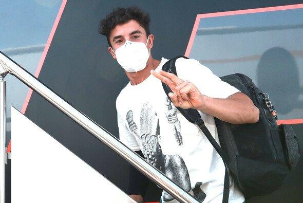 Zwei Tage nach seiner Operation war Marc Marquez zurück im Paddock von Jerez - Foto: LAT Images
