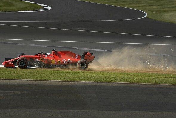 Sebastian Vettel erlebte einen komplett verwachsen Auftakt zum Großbritannien GP 2020 - Foto: LAT Images