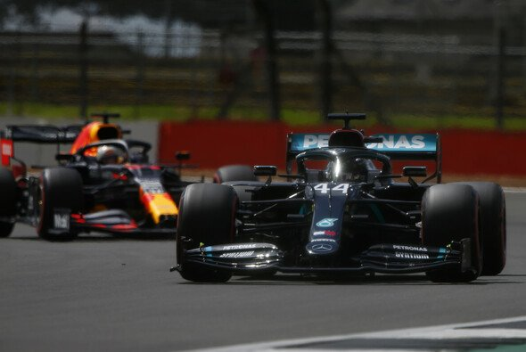 Lewis Hamilton schlug im Formel-1-Qualifying in Silverstone erfolgreich zurück und holte die 91. Pole Position seiner Karriere - Foto: LAT Images