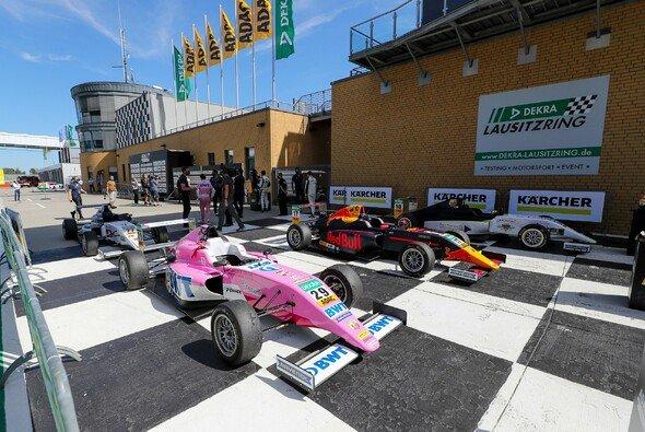 Joshua Dürksen feierte sein erstes Podium der Saison - Foto: ADAC Formel 4