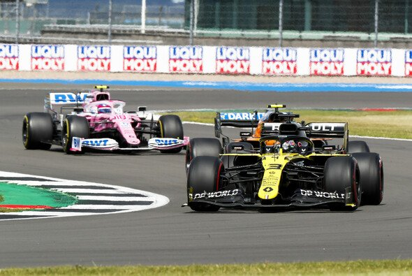 Daniel Ricciardo spielte in Silverstone ganz vorne im Mittelfeld mit - Foto: LAT Images