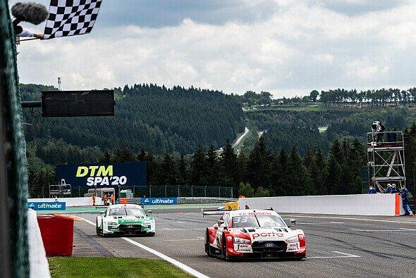 Rene Rast gewinnt mit 0,4 Sekunden Vorsprung vor Nico Müller - Foto: Audi Communications Motorsport
