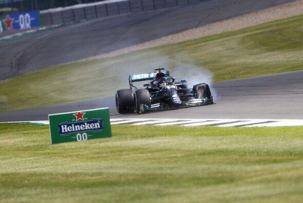 Hat sich Mercedes die Reifenschäden in Silverstone selbst eingebrockt? - Foto: LAT Images