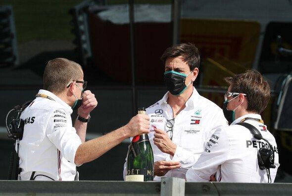 Toto Wolff: Bleibt er Teamchef bei Mercedes? - Foto: LAT Images