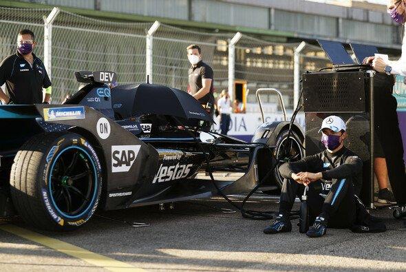 Nyck de Vries wird beim Formel-E-Rennen in Berlin doppelt bestraft - Foto: LAT Images