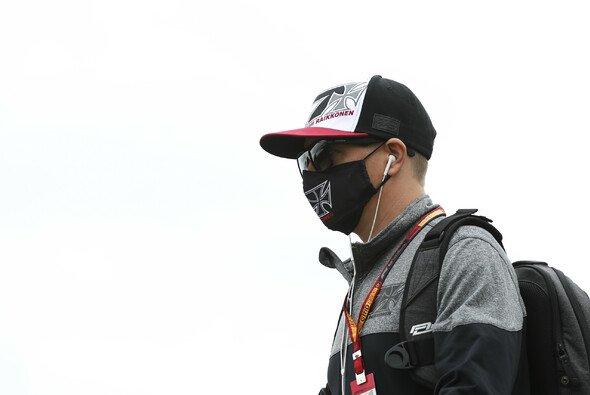 Kimi Räikkönen gab sich am Donnerstag in Silverstone mal wieder unverwechselbar - Foto: LAT Images