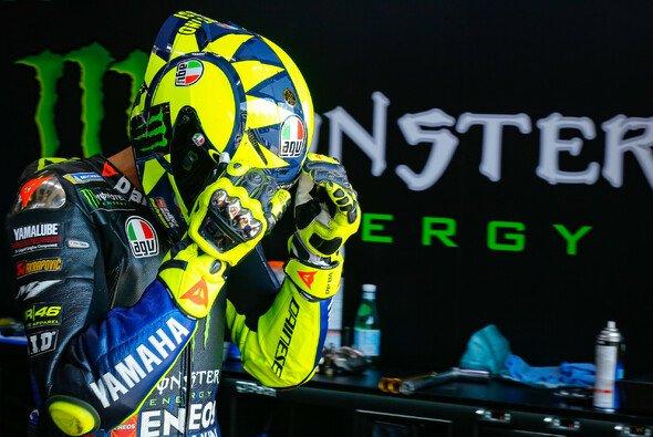 Valentino Rossi belächelt die Gerüchte der letzten Tage - Foto: MotoGP