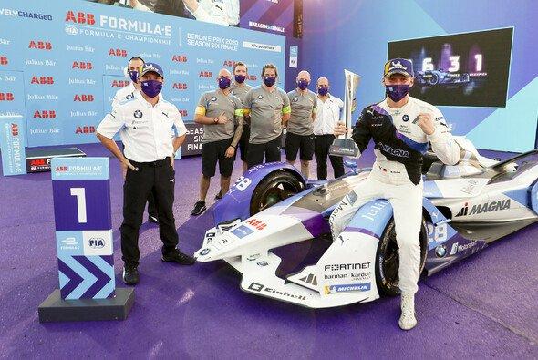 Max Günther feiert in Berlin seinen zweiten Sieg in der Formel E - Foto: LAT Images