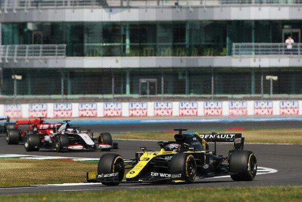 Daniel Ricciardo fand sich in Silverstone enttäuschend weit hinten im F1-Feld wieder - Foto: LAT Images