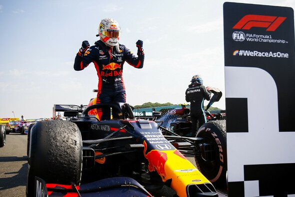 Den Reifen sei dank: Max Verstappen jubelt in Silverstone. - Foto: LAT Images