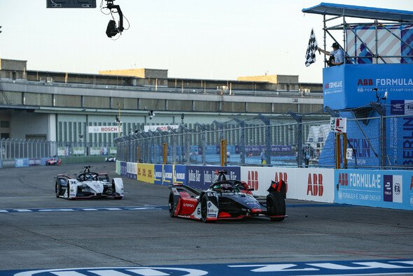 Audi vor Porsche: Rene Rast erobert in Berlin erstes Podest in der Formel E - Foto: Audi Communications Motorsport