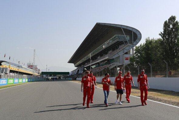 Perfektes Wetter zum Start in den Spanien-GP der Formel 1 - Foto: LAT Images