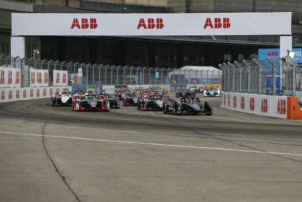 Mercedes feiert seinen ersten Sieg in der Formel E - Foto: LAT Images