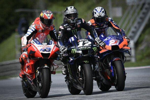 Polesitter Vinales wurde an die Box chauffiert - Foto: MotoGP