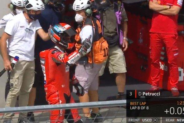 Hier zeigte Petrucci Espargaro den Mittelfinger - Foto: MotoGP/Screenshot