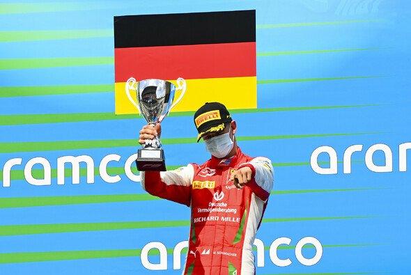 Mick Schumacher feierte in Spa das nächste Podium - Foto: LAT Images