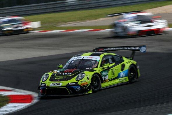 Porsche-Team SSR beim 2. Training auf Platz zwei - Foto: ADAC Motorsport