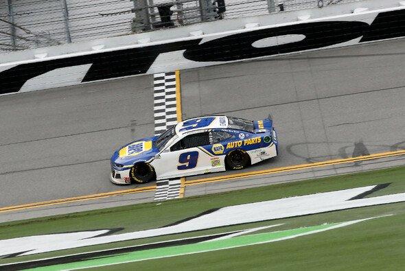 Chase Elliott feierte vierten Road-Course-Sieg - Foto: NASCAR