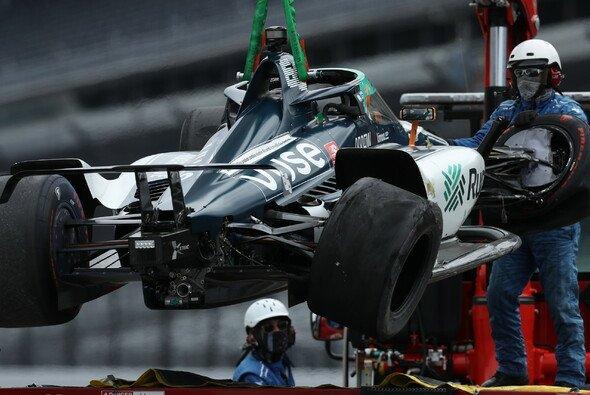 Fernando Alonso produzierte im Training zum Indianapolis 500 bereits Schrott - Foto: Indycar