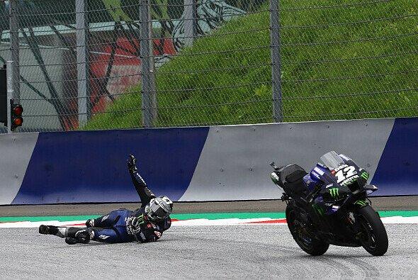 Maverick Vinales rettete sich mit einem Sprung vom Motorrad - Foto: LAT Images