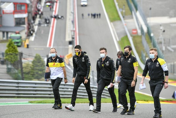 Esteban Ocon beim Track Walk in Spa - Foto: LAT Images