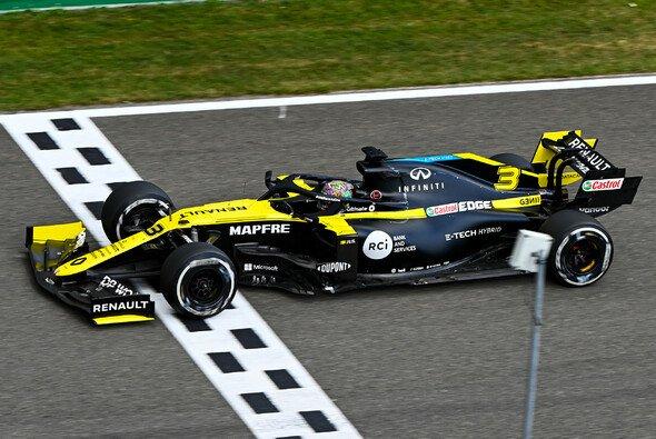 Daniel Ricciardo überquerte mit der schnellsten Runde in Spa den Zielstrich - Foto: LAT Images