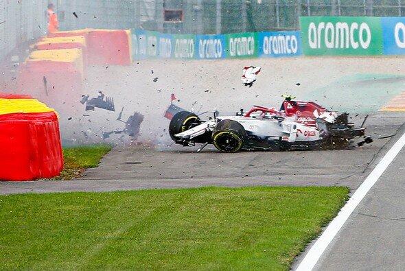 Antonio Giovinazzi schied in Spa wie im Vorjahr durch einen Unfall aus - Foto: LAT Images