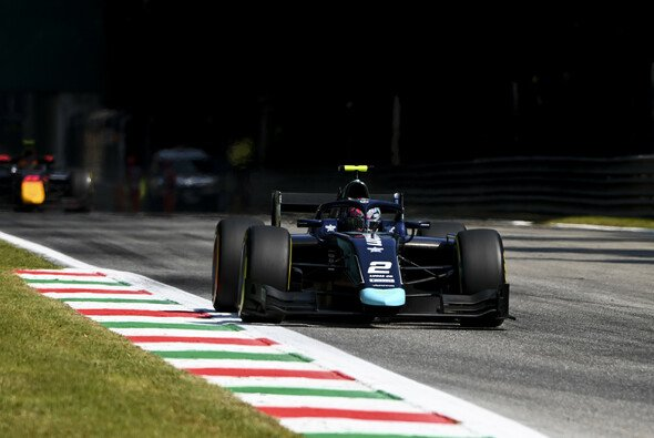 Daniel Ticktum gewann das F2-Sprintrennen in Monza - Foto: LAT Images