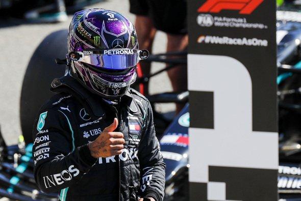 Lewis Hamilton steht in Monza auf der Pole - Foto: LAT Images