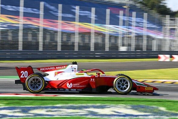 Mick Schumacher spielt im Titelkampf der Formel 2 jetzt eine große Rolle - Foto: LAT Images
