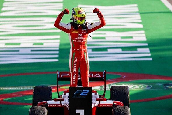 Mick Schumacher feierte in Monza den ersten Sieg in einem F2-Hauptrennen - Foto: LAT Images