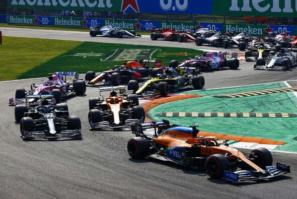 In Monza war bei den Starts viel los - Foto: LAT Images
