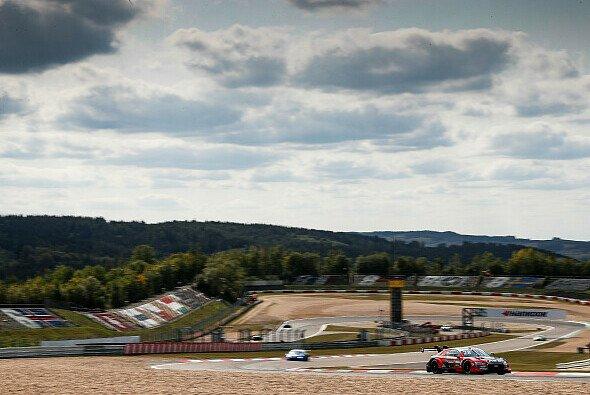 Die DTM fährt an diesem Wochenende auf dem GP-Kurs des Nürburgrings - Foto: Audi Communications Motorsport