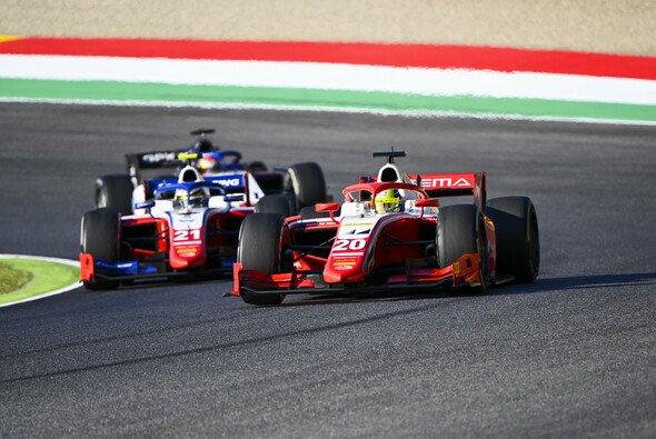 Mick Schumacher hat die Tabellenführung der Formel 2 übernommen - Foto: LAT Images