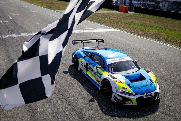 Sieg am Sonntag: Kelvin van der Linde und Patric Niederhauser - Foto: ADAC GT Masters
