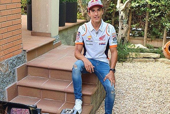 Die Narbe an Marquez' Oberarm ist noch gut sichtbar - Foto: LAT Images