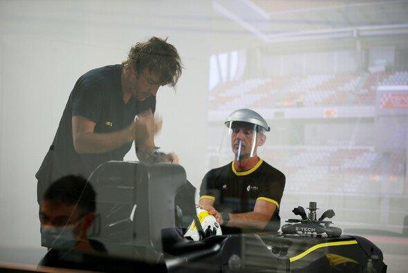 Renaults Simulator ist für Rückkehrer Alonso neu - und doch nicht der neueste - Foto: Renault F1 Team