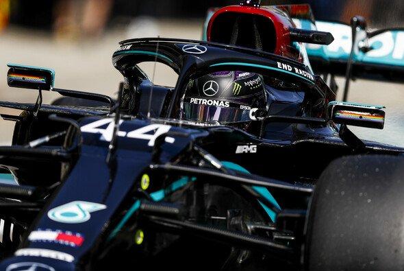 Lewis Hamilton musste sich beim Trainingsauftakt der Formel 1 in Russland hinter Valtteri Bottas anstellen - Foto: LAT Images