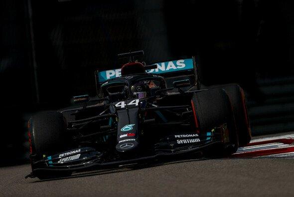 Lewis Hamilton startet beim Formel-1-Rennen in Russland am Sonntag von der Pole Position - Foto: LAT Images