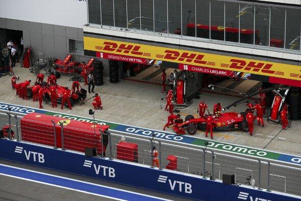 Musste Sebastian Vettel in Sotschi den Edelhelfer für Charles Leclerc spielen? - Foto: LAT Images