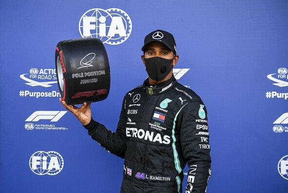 Lewis Hamilton darf Startplatz eins und seine Pole Position Trphäe behalten - Foto: LAT Images