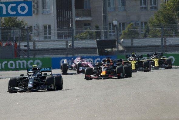 Valtteri Bottas gewinnt das Rennen in Sotschi - Foto: LAT Images