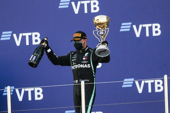 Valttero Bottas gewinnt zum zweiten Mal in Russland und feiert seinen Sieg mit einem Rundumschlag - Foto: LAT Images