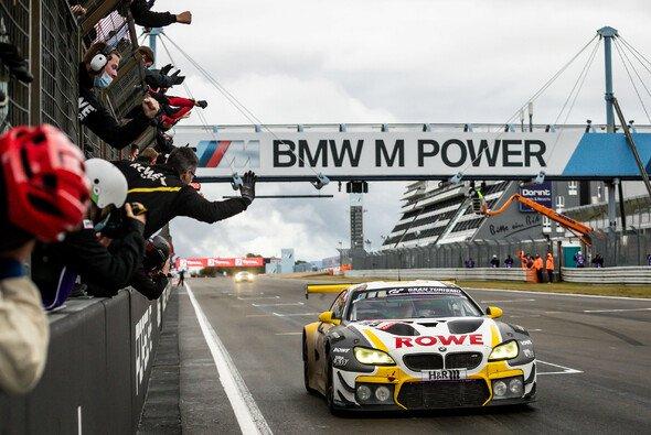 Rowe beschert BMW den 20. Gesamtsieg beim 24h-Rennen Nürburgring - Foto: 24h Nürburgring