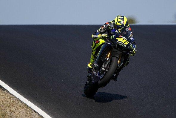 Die MotoGP-Stars testeten bereits mit Superbikes in Portimao - Foto: Yamaha