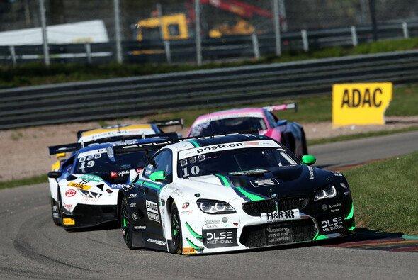 Beide BMW M6 GT3 von Schubert Motorsport fuhren im Sonntagsrennen auf dem Sachsenring in die Punkte - Foto: Alexander Trienitz